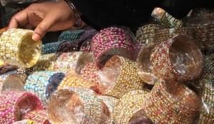 Bangles in Laad Bazaar. Photo courtesy of Abhinaba Basu/Flickr.
